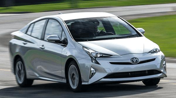 Como-Toyota-Prius-te-puede-ayudar-a-mejorar-el-mundo_de-frente